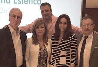 Con la Dra. Virtudes Ruiz q dio un taller de hilos de tensión y los representantes de laboratorios Boreal.